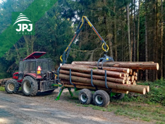 Traktorový vyvážacie vlek Farma - nosnosť 8 ton + traktor Belarus