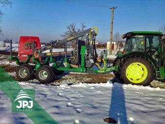 Vyvážačka dreva Farma CT 7,0-10 G2 a traktor John Deere